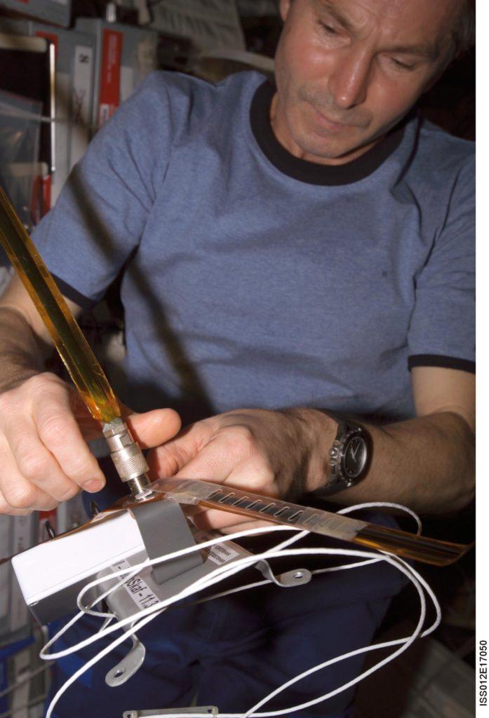 Tokarev assembles the RadioSkaf antenna during Expedition 12