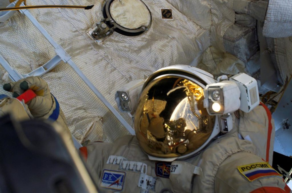 Tokarev outside the ISS during the second EVA on Expedition 12