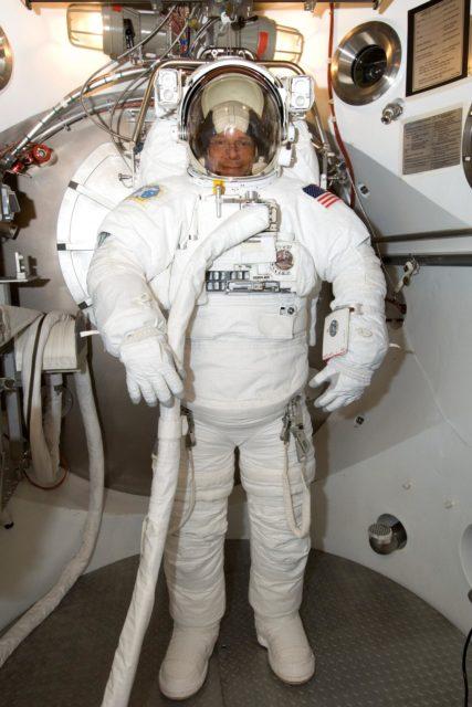 Crew Station Airlock Training, STS-116, SSATA Chamber