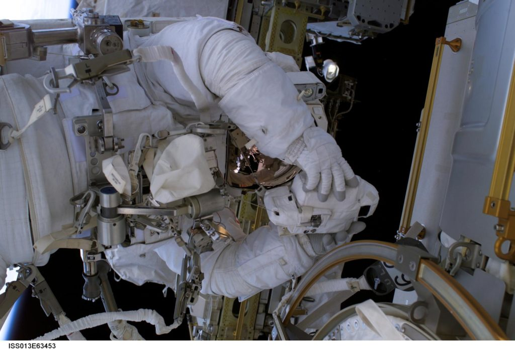 Reiter during EVA 5 on Expedition 13