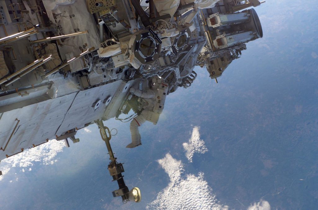 Tanner performs first EVA during STS 115 / Expedition 13 joint operations