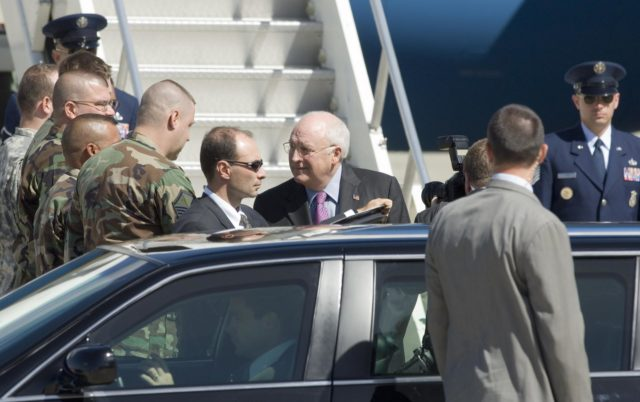 Vice President Dick Cheney lands at MFA for Bay Area Visit ARC-2006-ACD06-0165-014