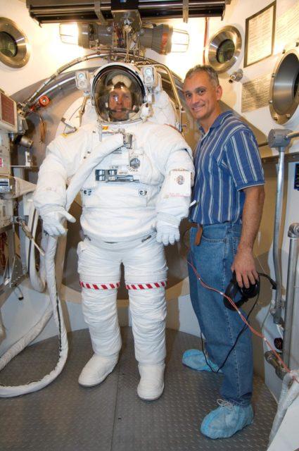 Crew Station Airlock Training, STS-117, SSATA Chamber, STB-SS-1810 (Swanson)