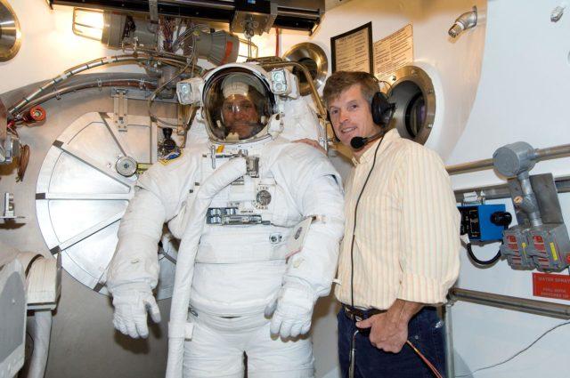 Crew Station Airlock Training, STS-117, SSATA Chamber, STB-SS-1810 (Olivas)