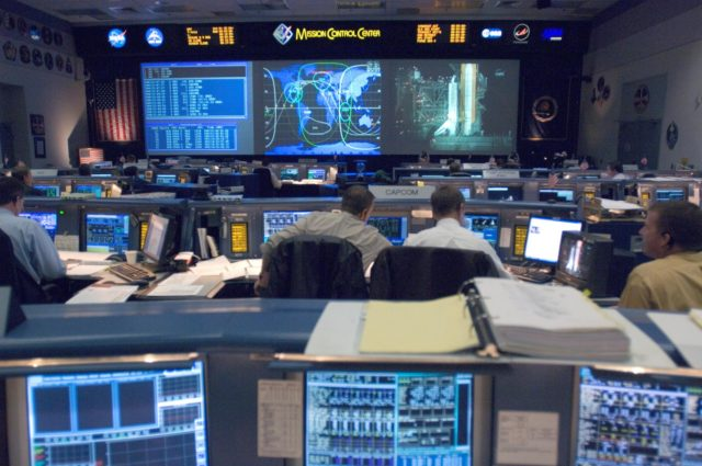 STS-116 Flight Controllers on console during mission - (Ascent/Entry Shift)