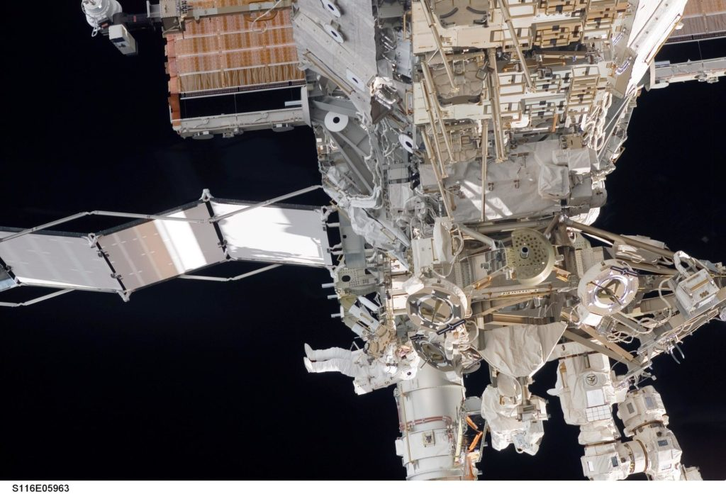 STS-116 MS Fuglesang works at the P3/P4 Truss during EVA 1