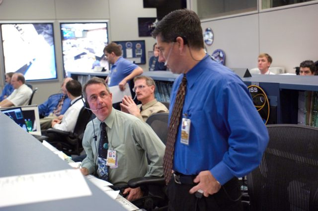 STS-116/ISS 12A.1 flight controllers on console during EVA #4