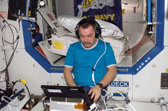 Tyurin with TRAC experiment in Destiny laboratory