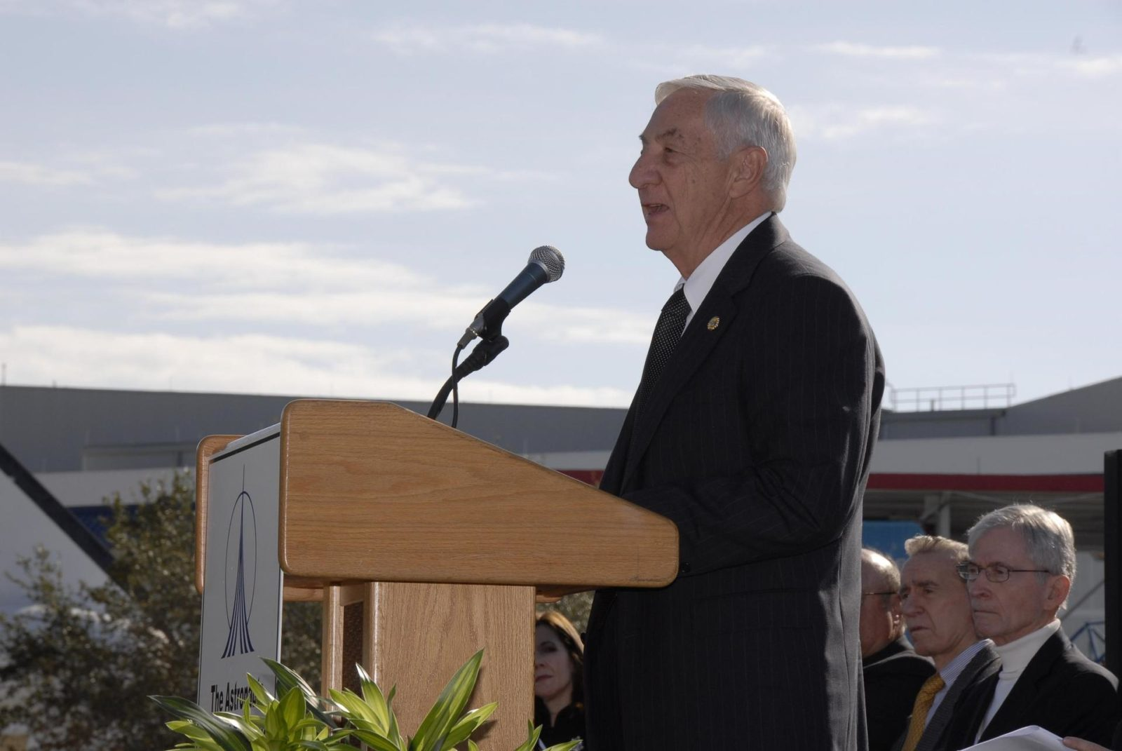 KENNEDY SPACE CENTER, FLA  -- Lowell Grissom addresses guests