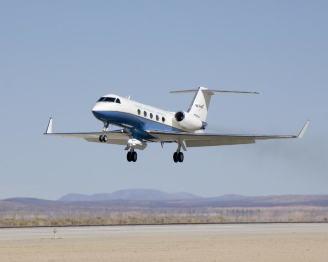 A half-dozen test flights in early 2007 evaluated the aerodynamic effect of the UAVSAR pod on the performance of NASA's Gulfstream-III research testbed. ED07-0027-56