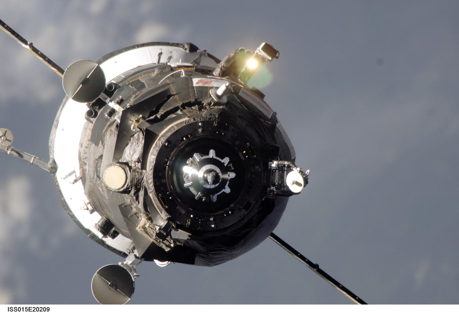 View of Progress Spacecraft on approach the ISS during Expedition 15