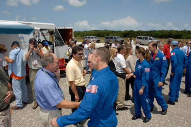 KENNEDY SPACE CENTER, FLA. --   The STS-118 crew is welcomed back to Earth by NASA officials after completing mission STS-118. The crew members are (from front) Pilot Charlie Hobaugh, Commander Scott Kelly, and Mission Specialists Tracy Caldwell, Rick Mastracchio and Canadian astronaut Dave Williams.  Williams is talking to Laurier Boisvert, president of the Canadian Space Agency. On the mission, the crew installed a new gyroscope, an external spare parts platform and another truss segment to the expanding station.  Endeavour's main gear touched down at 12:32:16  p.m. EDT.  Nose gear touchdown was at 12:32:29 p.m. and wheel stop was at 12:33:20 p.m.  Endeavour landed on orbit 201. STS-118 was the 119th space shuttle flight, the 22nd flight to the station, the 20th flight for Endeavour and the second of four missions planned for 2007. This was the 65th landing of an orbiter at Kennedy.  Photo credit:  NASA/Kim Shiflett KSC-07pd2338