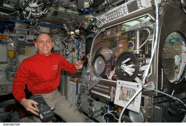 View of working with SAME Hardware in the US Lab during Expedition 15