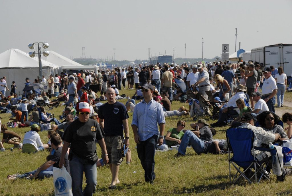 nasa crowds - 1024×687
