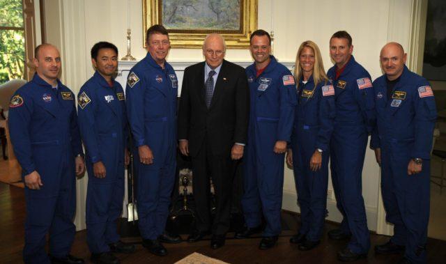 Vice President Richard B. Cheney Meets STS-124 Crew
