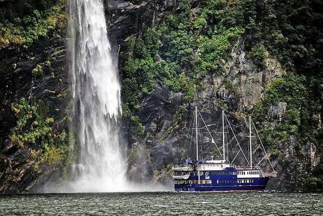 Cruising Milford Sound NZ