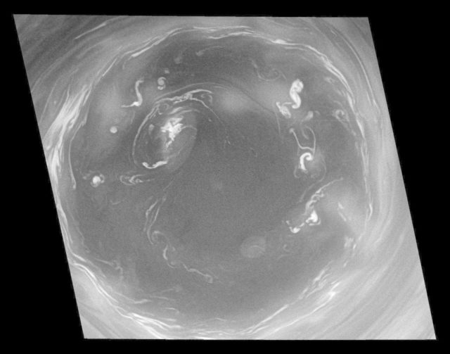 Convection in Saturn Southern Vortex