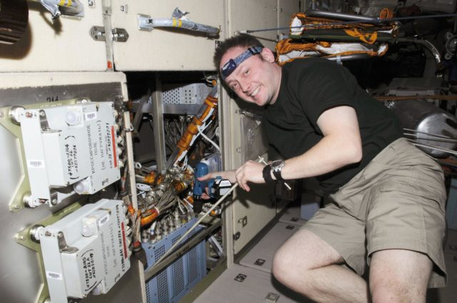 ISS Expedition 18 Komparus A3 System Repair and Replace OPS