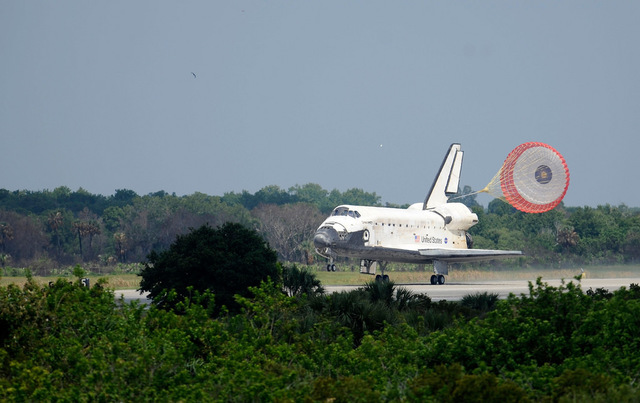 Space Shuttle Discovery (STS-124) Landing