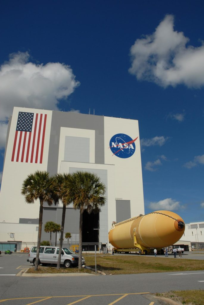CAPE CANAVERAL, Fla. – At NASA's Kennedy Space Center in Florida, external fuel tank ET-131 moves toward the Vehicle Assembly Building.  The tank, which will be used on the STS-127 mission, will be transported to a high bay for checkout.  The Japanese Experiment Module's Experiment Logistics Module-Exposed Section, or ELM-ES, is part of the payload on the STS-127 mission, targeted for launch in June.  Photo credit: NASA/Tim Jacobs KSC-2009-1814