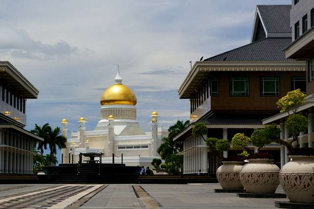Brunei. The Sultan Omar Ali Saifuddien Mosque.