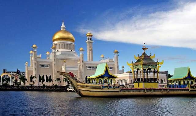 Sultan Omar Ali Saifuddien Mosque. Brunei..