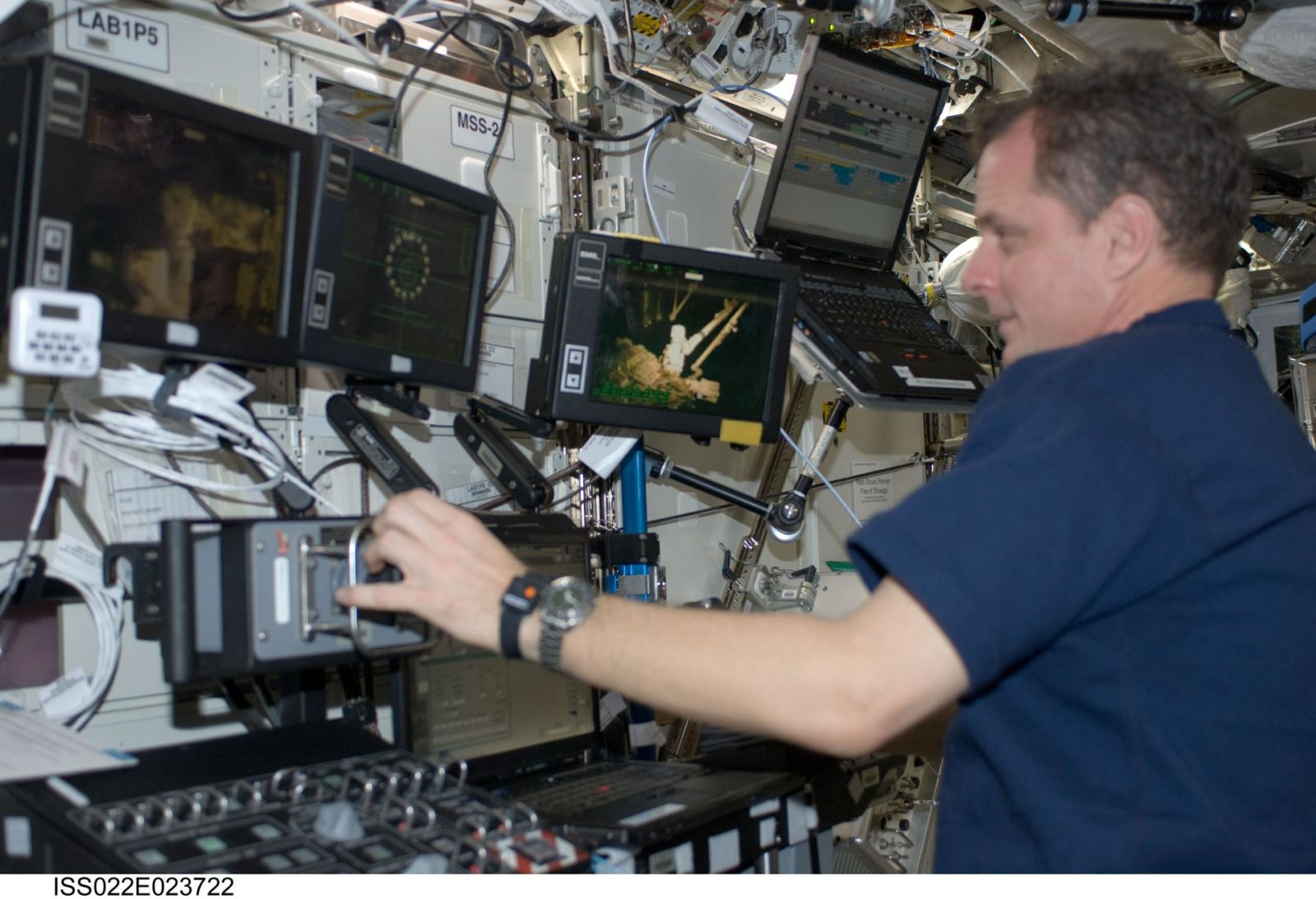 Creamer at the SSRMS Canadarm2 Workstation in the U.S. Laboratory during Expedition 22
