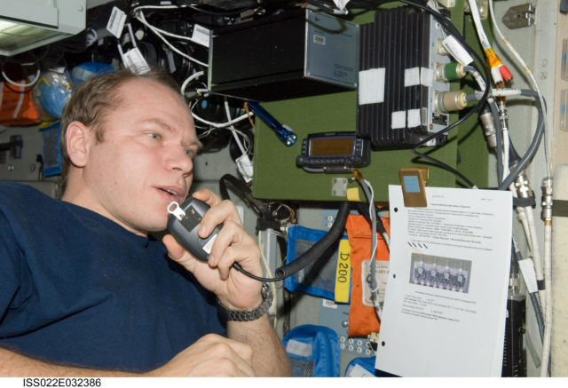 Kotov conducts ham radio session in the SM during Expedition 22