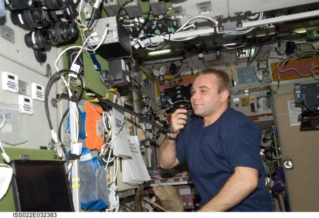 Suraev conducts ham radio session in the SM during Expedition 22