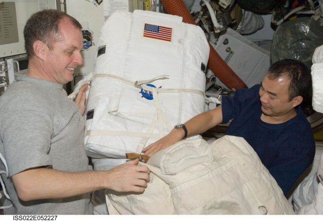 Creamer and Noguchi works on EMU in the A/L during Expedition 22