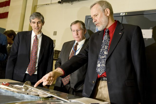 L TO R: DR. FRANCIS CHIARAMONTE, PROGRAM EXECUTIVE FOR PHYSICAL SCIENCES, ISS RESEARCH PROJECT, NASA HEADQUARTERS; DR. RAYMOND CLINTON, ACTING MANAGER FOR SCIENCE AND MISSION SYSTEMS OFFICE, NASA MARSHALL; DR. FRANK SZOFRAN, MICROGRAVITY MATERIALS SCIENCE PROJECT MANAGER AND DISCIPLINE SCIENTIST MATERIALS AND PROCESSES LABORATORY AT MSFC. 1000424
