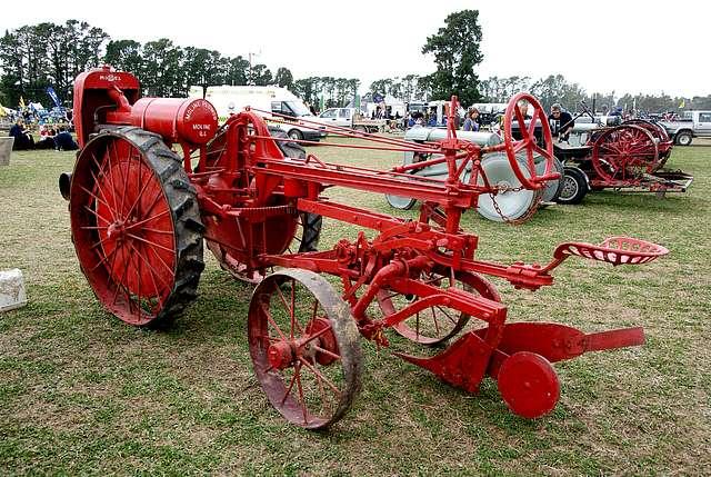 Moline Tractor Plough 1920