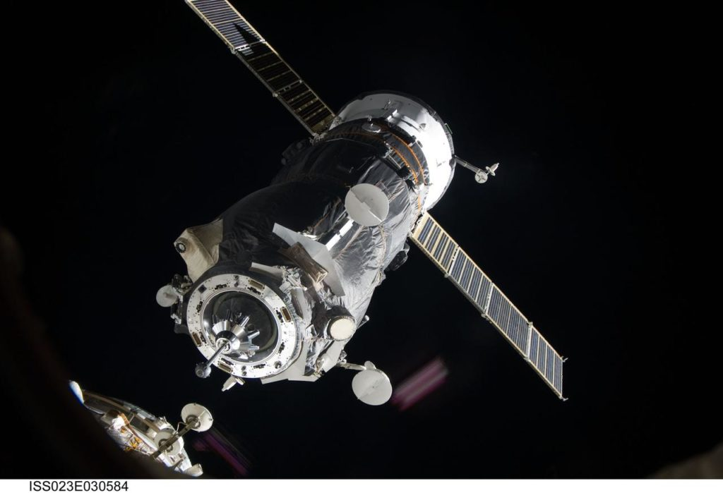 Progress 37P on approach to the ISS