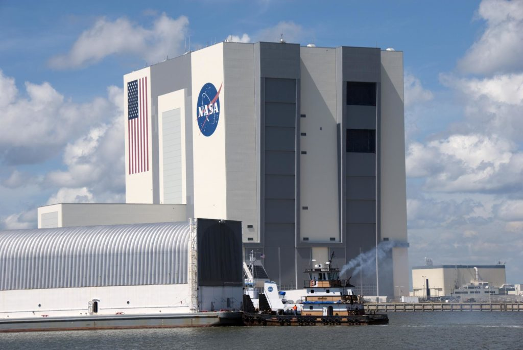 STS-335 LAUNCH ON NEED ET-122 ARRIVAL TO CCAFS - KSC 2010-4869