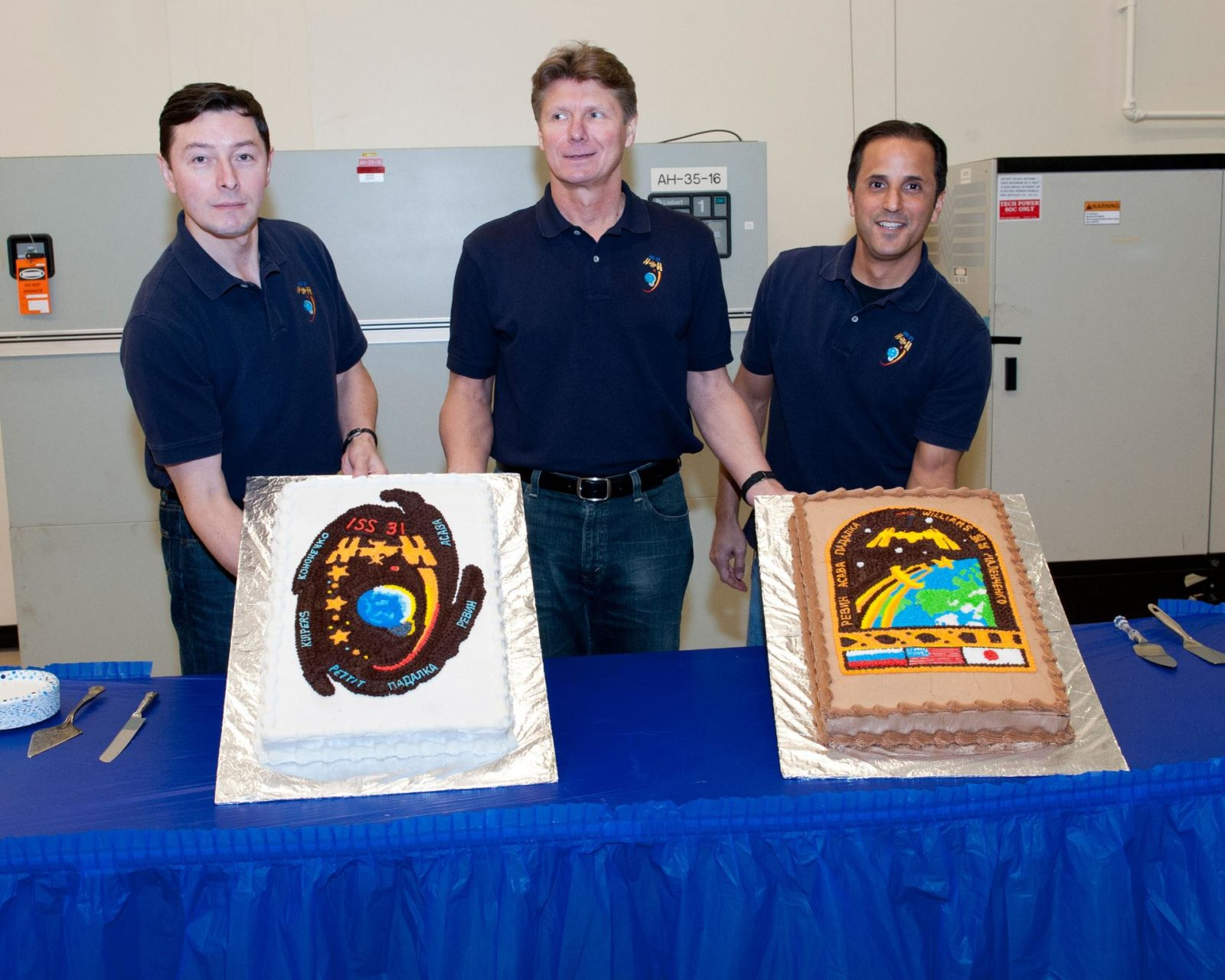 PHOTO DATE:  18 January 2012 LOCATION: Bldg. 5s, High Bay & Bldg. 9NW - ISS Mockups at SVMTF SUBJECT: Expedition 31 crew during cake cutting ceremony and Expedition 31/32 in ISS training mockup. PHOTOGRAPHER: Tom Murray - United Space Alliance jsc2012e020142