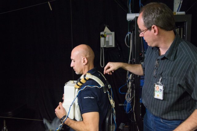 DATE: 1-22-13 LOCATION:  Bldg. 9 - VR Lab  SUBJECT: Expedition 36 crew Chris Cassidy, Karen Nyberg and Luca Parmitano during EVA robotics training in the VR Lab. PHOTOGRAPHER: Lauren Harnett jsc2013e007734