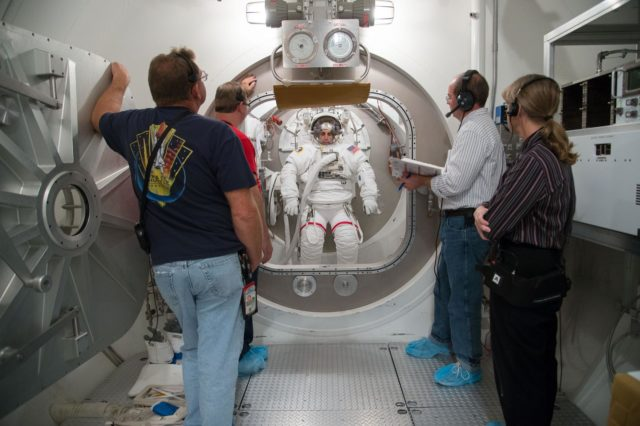 SSATA Crew Training with Expedition 35/36 crew member Chris Cassidy during dry run.  Photo Date: October 30, 2012.  Location: Building 7, SSATA Chamber.  Photographer: Robert Markowitz jsc2012e231461