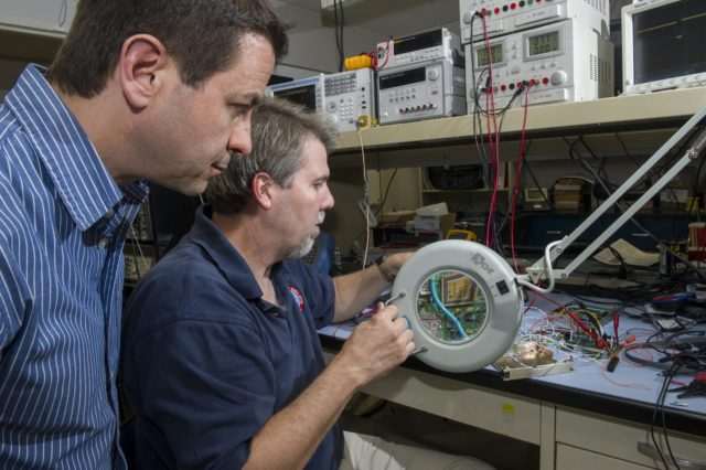 KOSTA VARNAVAS/ES33, AND Dr. HERB SIMS/ES63, TESTING THE PULSAR , (PROGRAMMABLE ULTRA LOWPOWER SYSTEM ADAPTABLE RADIO), IN THE SOFTWARE DEFINED RADIO LAB, NSSTC 1300255