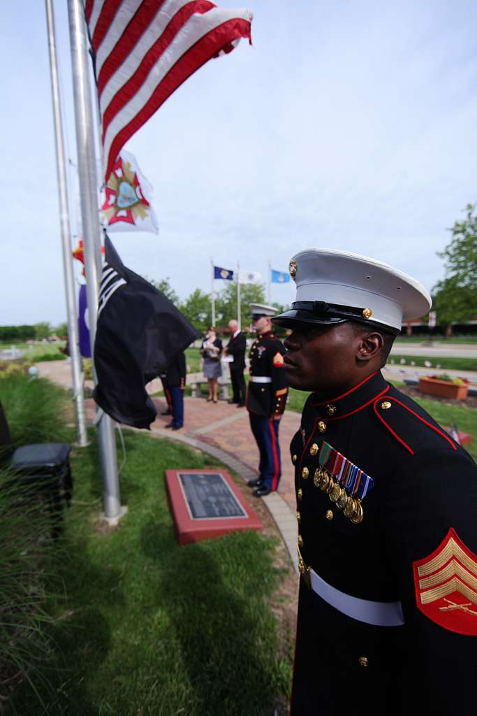 Marines with Recruiting Station St. Louis prepare to