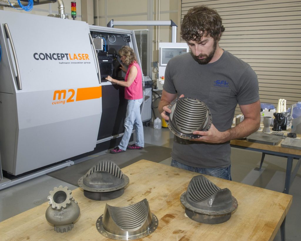 BRENT COLE, EM 42 STRUCTURED LIGHT SCANNING LEAD IN MSFC 3D PRINTING FACILITY 1300608