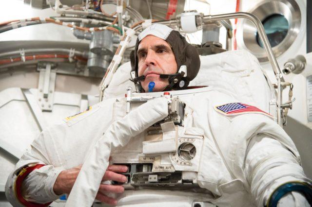 Date: 06-28-13 Location: Bldg 7, SSATA Subject: ISS-038 crew members a Rick Mastracchio and Koichi Wakata during SSATA crew training and EMU certification. Photographer: James Blair/ NASA jsc2013e065240