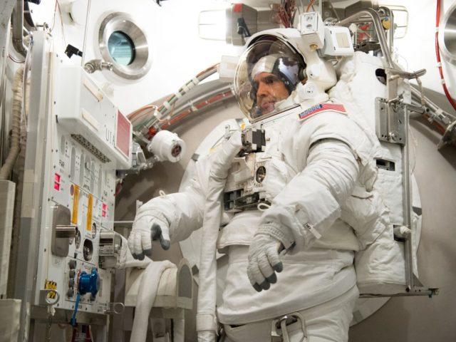 Date: 06-28-13 Location: Bldg 7, SSATA Subject: ISS-038 crew members a Rick Mastracchio and Koichi Wakata during SSATA crew training and EMU certification. Photographer: James Blair/ NASA jsc2013e065253