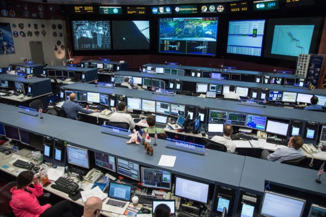 DATE: 3-27-14.LOCATION: Bldg. 30 - FCR-1 (30M/231).SUBJECT: Expedition 39 flight controllers on console with Flight Director Ron Spencer watch the approach of the Soyuz 39 crew docking to the ISS from FCR-1..PHOTOGRAPHER: Lauren Harnett jsc2014e031513