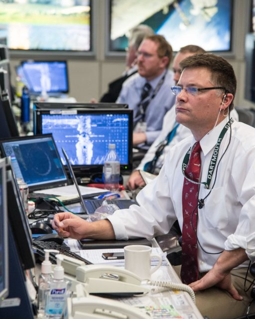 DATE: 3-27-14.LOCATION: Bldg. 30 - FCR-1 (30M/231).SUBJECT: Expedition 39 flight controllers on console with Flight Director Ron Spencer watch the approach of the Soyuz 39 crew docking to the ISS from FCR-1..PHOTOGRAPHER: Lauren Harnett jsc2014e031522