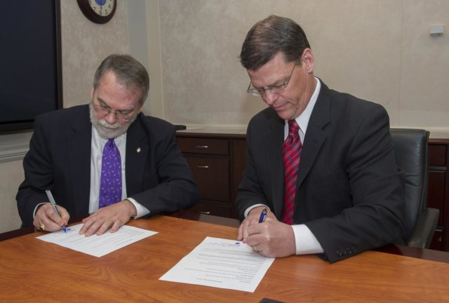 DALE THOMAS, LEFT, MARSHALL AA FOR TECHNICAL WORK AND JAMES LACKEY, RIGHT, ACTING DIRECTOR FOR AMRDEC SIGNED AN AGREEMENT ON MAY 2, 2014 TO ENGAGE IN RESEARCH & DEVELOPMENT EFFORTS THAT ADVANCE THE STATE OF THE ART IN ADDITIVE MANUFACTURING 1400323