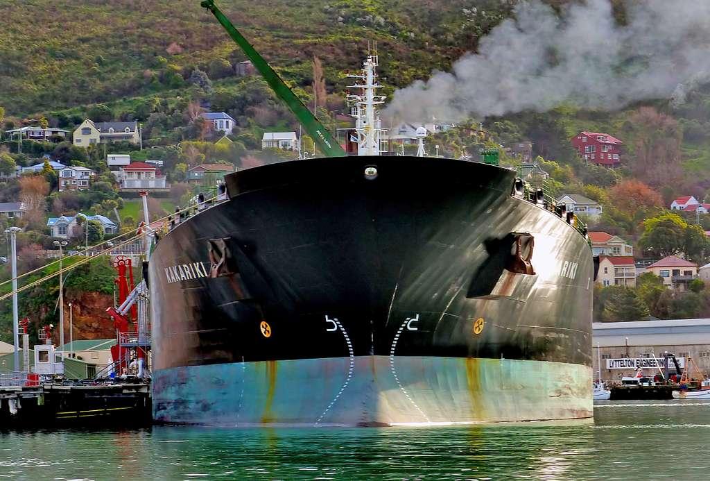 Kakariki. Oil tanker.