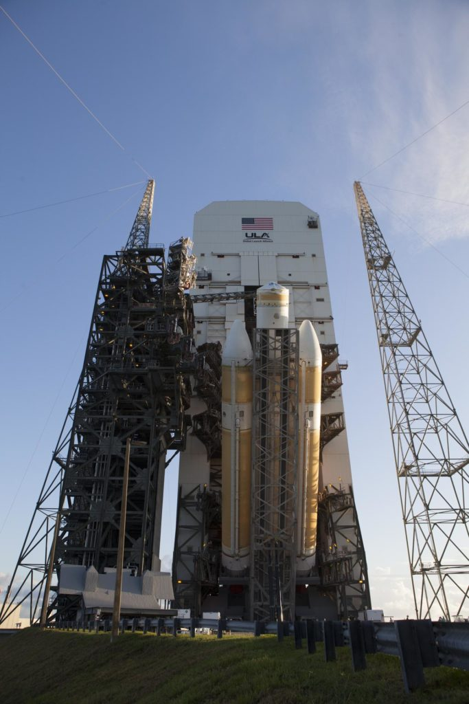 EFT-1 Delta IV Heavy lift to vertical