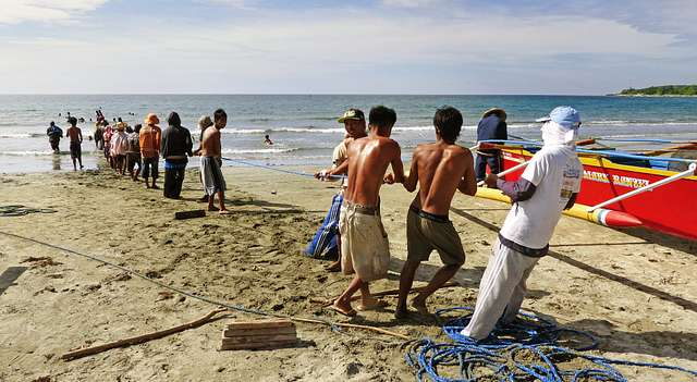 Fishermen Currimao Beach.Ilocos Norte.