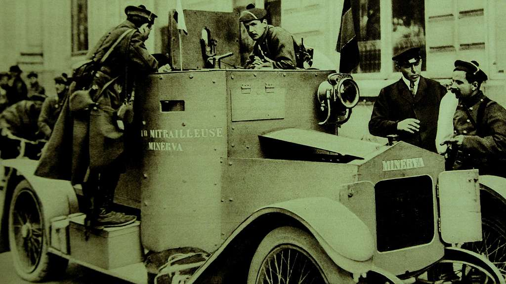 French mariners on a Belgian Minerva armoured motor-car, WWI, 1915 (22238873201)