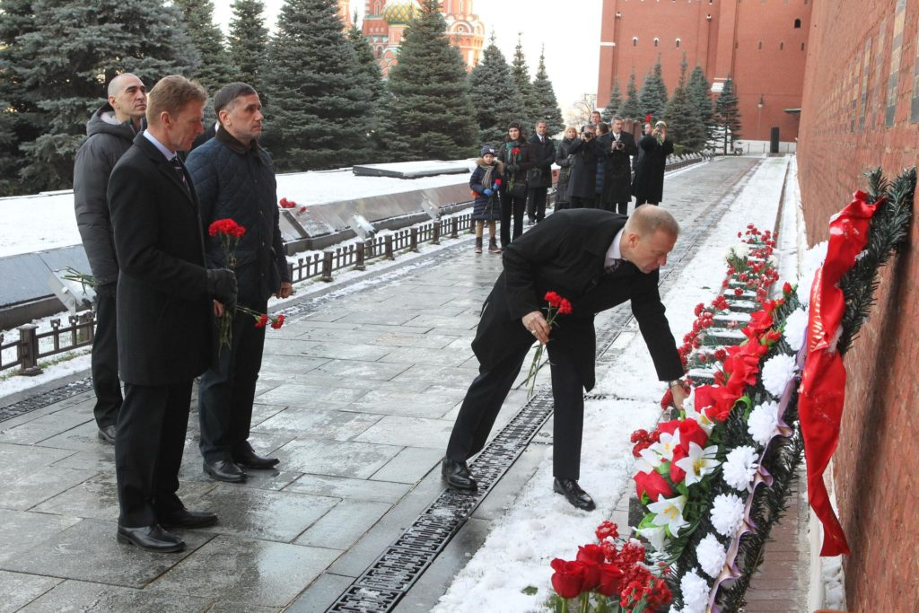 At the Kremlin Wall in Red Square in Moscow, Expedition 46-47 crewmember Tim Kopra of NASA lays flowers at the site where Russian space icons are interred in a ceremony Nov. 23. Looking on from left to right are backup crewmember Anatoly Ivanishin of the Russian Federal Space Agency (Roscosmos) and prime crewmembers Tim Peake of the European Space Agency and Yuri Malenchenko of Roscosmos. Peake, Malenchenko and Kopra will launch on Dec. 15 on the Soyuz TMA-19M spacecraft from the Baikonur Cosmodrome in Kazakhstan for a six-month mission on the International Space Station..NASA/Seth Marcantel